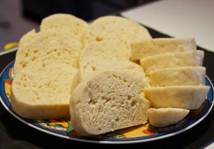 Knodel (βραστό ψωμί)