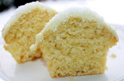 Muffins με καρύδα και λευκή σοκολάτα