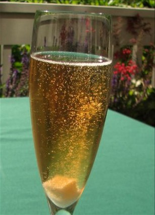 Cocktail με Σαμπάνια (Kir Royal)
